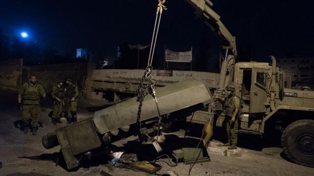 L'armée israélienne, ainsi que la police et le service de sécurité du Shin Bet, saisit les machines qui aurait été utilisé pour fabriquer des armes illégales à Bethléem et à Hébron, le 23 août, 2016 (Crédit : Unité du porte-parole de Tsahal)
