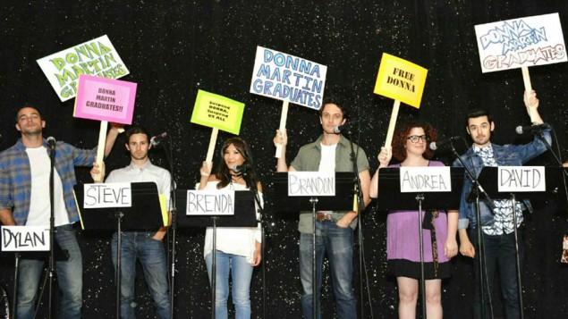 """L'équipe de """"Diplômez Donna Martin"""" pendant la lecture sur scène de l'épisode, le 4 août 2016. (Crédit : Abel Armas via JTA)"""