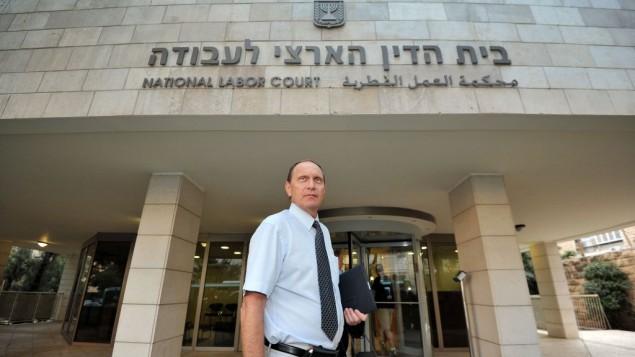 Leonid Edelman, président de l'Association médicale israélienne, devant la cour du travail de Jérusalem, le 10 octobre 2011. (Crédit : Uri Lenz/Flash90)