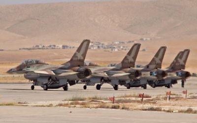 Des avions F16-B des Forces aériennes israéliennes, juin 2011 (Crédit : Ofer Zidon/Flash90)