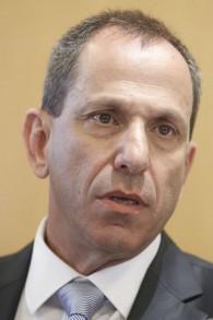 Le professeur Shmuel Hauser, président de l'Autorité des titres israélienne. (Crédit : Miriam Alster/Flash90)