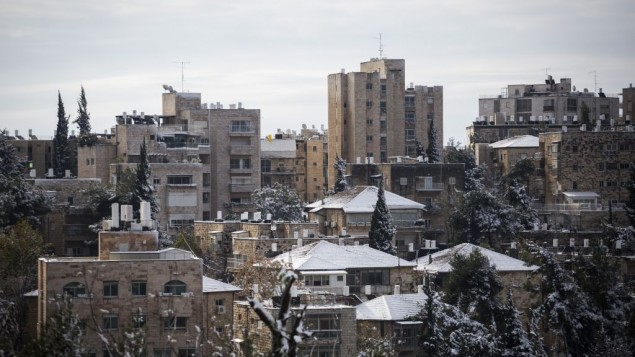 Le quartier Rehavia de Jérusalem après une journée neigeuse, le 10 janvier 2015. (Crédit : Hadas Parush/Flash90)