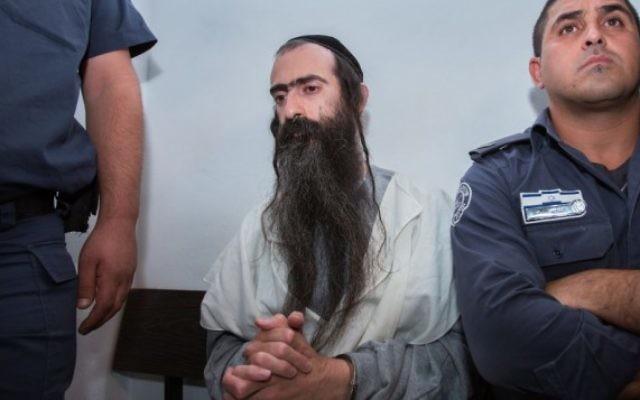 Yishai Schlissel, qui a tué Shira Banki, 16 ans, et blessé six autres personnes à la Gay Pride 2015 de Jérusalem, devant la cour des magistrats de Jérusalem le 31 juillet 2015. (Crédit : Yonatan Sindel/Flash90)