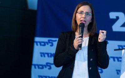 Gila Gamliel, ministre Likud de l'Egalité sociale, à Eilat, dans le sud d'Israël, le 29 janvier 2016. (Crédit : Miriam Alster/Flash90)