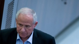 Avi Dichter, ancien chef du Shin Bet, député du Likud et président de la commission des Affaires étrangères et de la Défense, à la Knesset, le 28 mars 2016. (Crédit : Yonatan Sindel/Flash90)