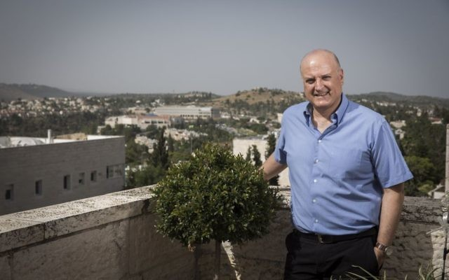 Le nouvel ambassadeur d'Israël en Egypte, David Govrin, devant sa maison de Mevaseret Zion, près de Jérusalem, le 5 juin 2016. (Crédit : Hadas Parush/Flash90)