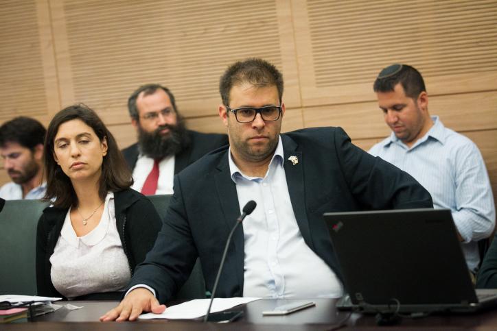Le député du Likud Oren Hazan assistant à une réunion à la Knesset, le 20 juin 2016 (Crédit : Miriam Alster / Flash90)