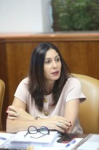 Miri Regev, ministre de la Culture et des Sports, pendant la réunion hebdomadaire du cabinet, dans les bureaux du Premier ministre, à Jérusalem, le 10 juillet 2016. (Crédit : Alex Kolomoisky/Pool)