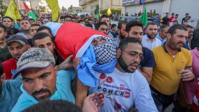 Funérailles d'Iyad Hamad, 38 ans, tué par des soldats israéliens, à Silwad, en Cisjordanie, le 26 août 2016. (Crédit : Flash90)