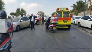 Les premiers secours sur la scène d'une attaque au couteau au cimetière du mont des Oliviers, à Jérusalem, le 11 août 2016. (Crédit : United Hatzalah)