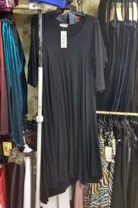 Une robe adaptée à la baignade, devenue populaire depuis que les musulmanes veulent des vêtements à porter à la plage, vendue dans la Vieille Ville de Jérusalem, le 28 août 2016. (Crédit : Melanie Lidman/Times of Israel)
