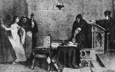 """""""Une audience devant l'Inquisition"""", sculptée par l'artiste mexicain Constantino Escalante. (Crédit : domaine public)"""