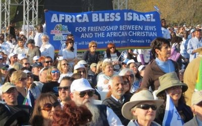 Un rassemblement pro-israélien à Johannesburg, pendant la guerre de Gaza, en août 2014 (Crédit : Ilan Ossendryver)