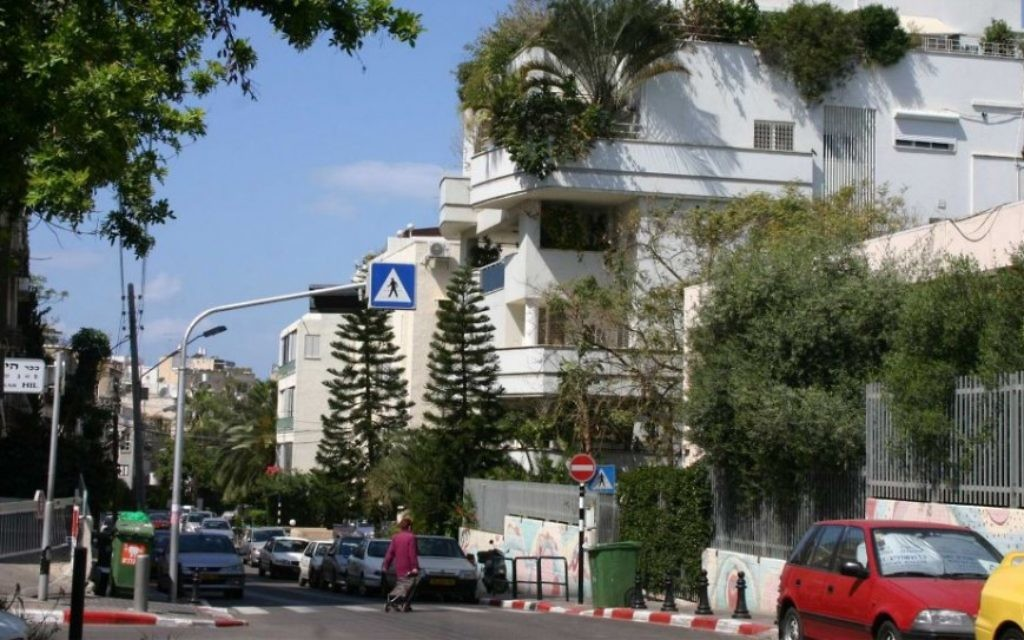 La rue Shimon Hatarsi, près de la rivière Yarkon au nord de Tel Aviv. (Photo: Shmuel Bar-Am)