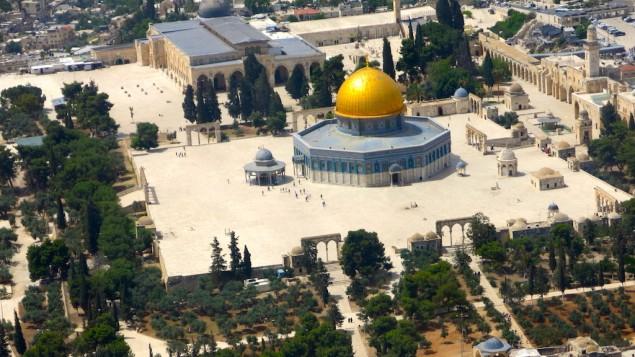 La mosquée Al-Aqsa et le Dôme du Rocher sur le mont du Temple, à Jérusalem. (Crédit : Qanta Ahmed)