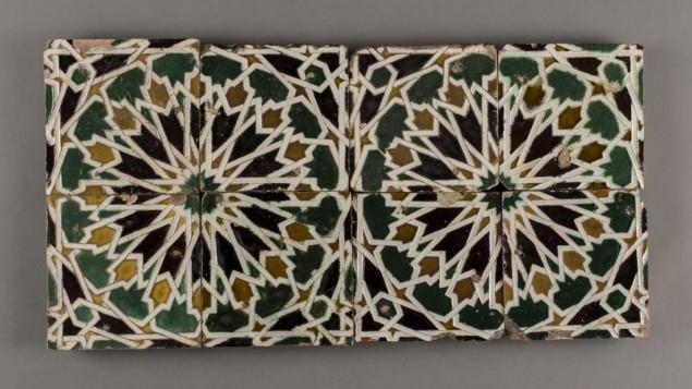 Carreaux faits à la main qui ornaient autrefois la synagogue El Transito, l'une des plus anciennes d'Espagne. Transformée en église catholique après l'expulsion de 1492, elle est à présent un musée à Tolède, en Espagne. Les carreaux présentent une influence islamique. (crédit : autorisation)