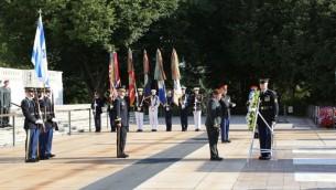 Le chef d'Etat-major américain Joseph Dunford et le chef d'Etat-major israélien Gadi Eizenkot assistent à une cérémonie de la garde d'honneur devant le Pentagone le 4 août 2016. (Photo: Porte-parole de Tsahal)