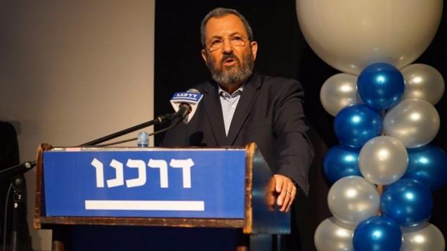L'ancien Premier ministre Ehud Barak lors d'une conférence de l'organisation Darkeinu à Rishon Lezion, le 17 août 2016 (Crédit : Neri Zilber)