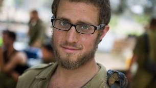 Yisrael Yanover, ancien infirmier combattant de la Brigade Golani, pendant la guerre à Gaza en 2014. (Crédit : autorisation)