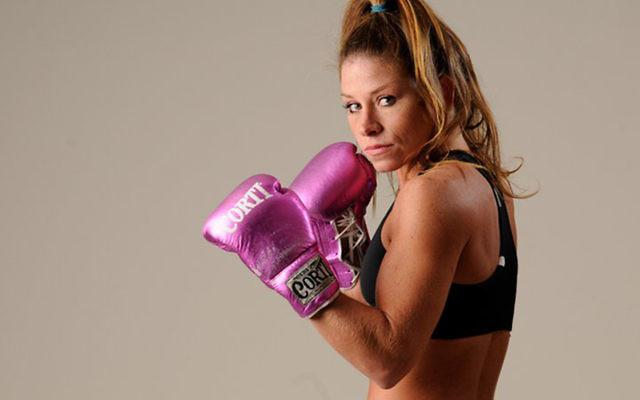 """Carolina Duer, boxeuse juive argentine surnommée """"La Turque"""", a gagné par K.O. pour devenir chamionne du monde des poids coq, en août 2016. (Crédit : Facebook via JTA)"""