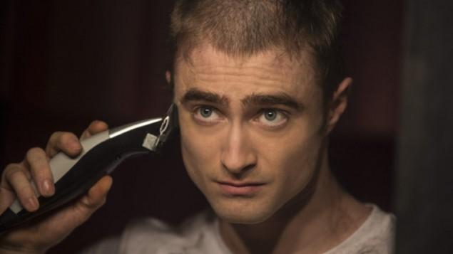 """Daniel Radcliffe, à droite, dans une scène d'""""Imperium"""", dans lequel il joue un agent du FBI infiltré au sein d'un groupe néonazi. (Crédit : Lionsgate Premiere)"""