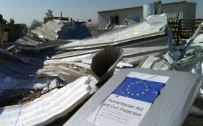 Un refuge financé par l'UE dans le village palestinien d' Umm el-Kheir, démoli par les autorités israéliennes le 9 août 2016 (Photo: Guy Butavia)