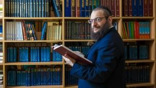 Le rabbin Boruch Gorin, éditeur chez Knizhniki, une maison d'édition basée à Moscou travaillant pour traduisant des le yiddish travaille en russe. (Courtoisie)