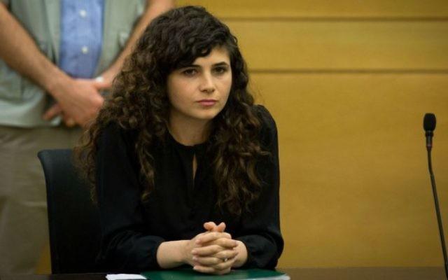 La deputée Sharren Haskel (Likud) lors d'une réunion du groupe parlementaire à la Knesset, le 30 mai 2016. (Crédit photo: Miriam Alster / Flash90)