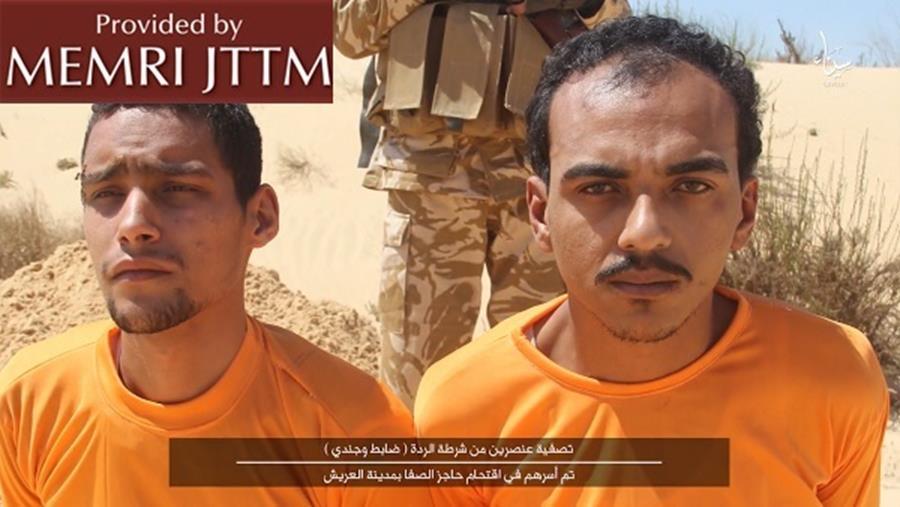 Les officiers de l'armée égyptienne Mohammad Abd Al-Rahim Al-Qalawi et Majdi Majdi Masad ont été tués dans une vidéo de propagande publié par le groupe du Sinaï qui a fait allégeance au groupe Etat islamique, le 1er août 2016 (Crédit : MEMRI)