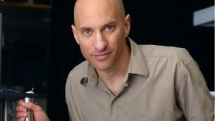 Le professeur Jeff Steinhauer, physicien de l'université de Haïfa et du Technion. (Crédit : autorisation)