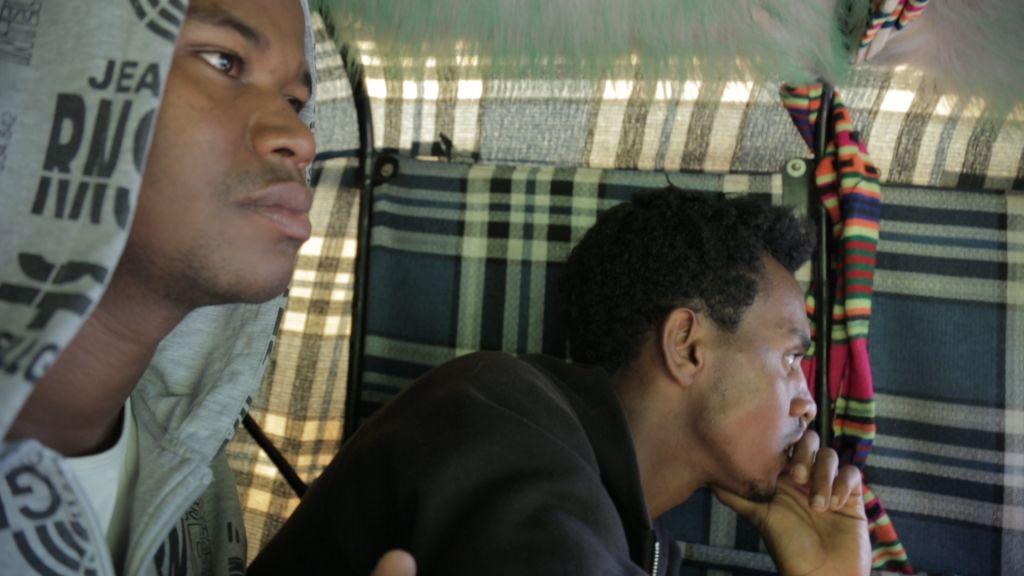 Gezahegn Dereve et Demoz Deboch dans un taxi moto à Gondar, en Ethiopie, en juillet 2016, avant de se rendre aux États-Unis pour une tournée de cinq semaines (Crédit : Autorisation Ryan Porush)