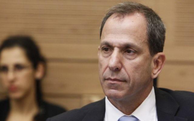 Le professeur Shmuel Hauser, président de l'Autorité des titres israélienne, pendant une commission des Finances de la Knesset. (Crédit : Miriam Alster/Flash90)