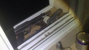 Un Karl Gustav arme improvisé retrouvé en Cisjordanie par l'armée israélienne, le 31 juillet 2016 (Crédit : Porte-parole de l'armée israélienne)
