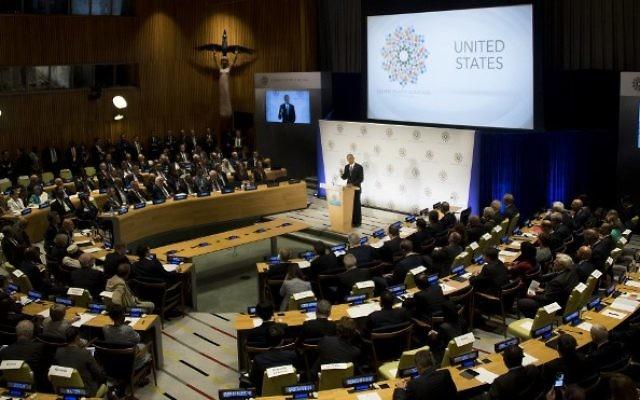 Le président américain Barack Obama pendant un Sommet sur les réfugiés en marge de la 71e Assemblée générale des Nations unies à New York, le 20 septembre 2016. (Crédit : AFP/Jim Watson)