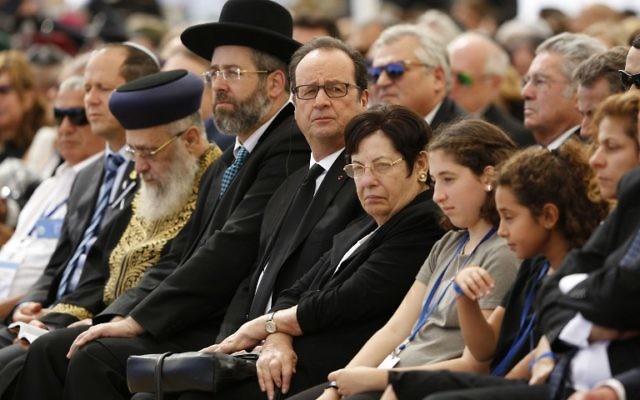 Le président français François Hollande (C) assiste aux funérailles de l'ancien président israélien Shimon Peres au cimetière militaire du mont Herzl à Jérusalem le 30 septembre 2016. (Crédit : AFP / POOL / ABIR SULTAN)