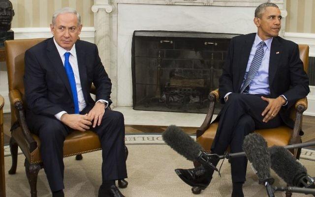 Le président américain Barack Obama (à droite) et le Premier ministre Benjamin Netanyahu au Bureau ovale, à la Maison blanche, le 9 novembre 2015. (Crédit : AFP/Saul Loeb)