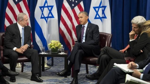 Le premier ministre Benjamin Netanyahu (à gauche) et le président américain Barack Obama au Lotte New York Palace Hotel, le 21 septembre 2016. (Crédit : Drew Angerer/Getty Images/AFP)