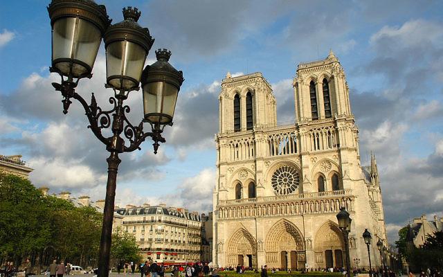 Vue sur la cathédrale de Notre-Dame de Paris (Crédit : GuidoR/CC BY-SA 3.0/Wikimedia commons)