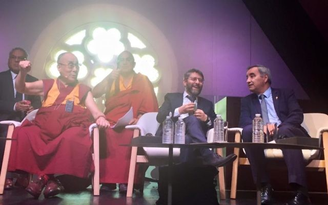 Table ronde inter-religieuse à Paris, en 2016 (Crédit : Facebook/Haim Korsia - Grand Rabbin de France)