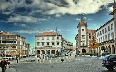 La ville de Covilha, au Portugal. (Crédit : Feliciano Guimarães/ Flickr, CC BY 2.0)
