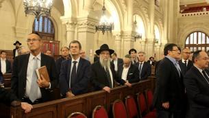 Le premier rang, lors de l'hommage à Shimon Peres à la synagogue de la Victoire, le 29 septembre 2016 (Crédit : Glenn Cloarec/Times of Israël)