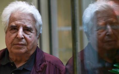 Saul Friedlander dans un hôtel in Paris, le 22 septembre 2016. (Crédit : AFP/Christophe Archambault)
