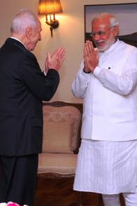 Shimon Peres et Narendra Modi à Jérusalem (Crédit : GPO)