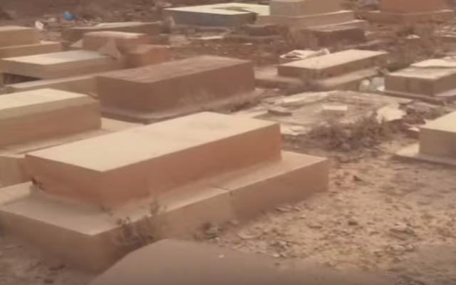 Cimetière juif de Biskra, Algérie (Crédit : Capture d'écran/YouTube)