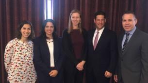 Le ministre de la Sécurité intérieur, Gilad Erdan (à droite), et Joel Kaplan et Monika Bickert de Facebook avec la ministre de la justice Ayelet Shaked lors de la réunion le 12 septembre 2016 (Crédit : Autorisation)