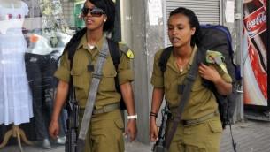 Des soldats éthiopiens israéliens près de Beer Sheva (Crédit : Serge Attal / Flash90)