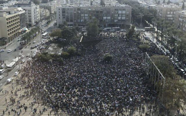 Manifestation place Rabin, dans le centre de Tel Aviv. Illustration. (Crédit : Tomer Neuberg/Flash90)