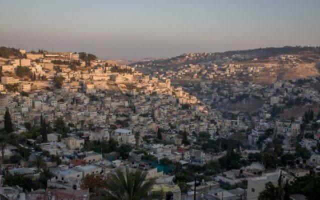 Jérusalem Est au coucher du soleil, le 8 août 2016. Illustration. (Crédit : Zack Wajsgras/Flash90)