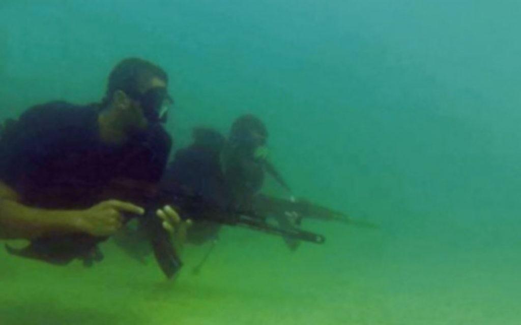 Commando marin du Hamas, dans une vidéo de propagande publiée par l'organisation terroriste pendant l'opération Bordure protectrice, à l'été 2014. (Capture d'écran)