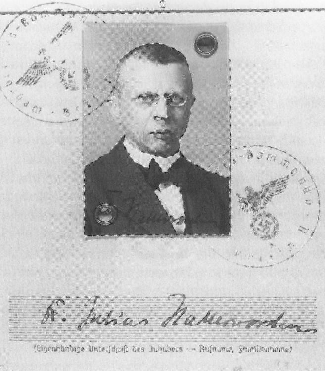 Julius Hallervorden , neuro-scientifique et membre du parti nazi, en 1935. Il a mené des recherches avec des cerveaux provenant des victimes du programme d'euthanasie involontaire des nazis jusque dans les années 1960.